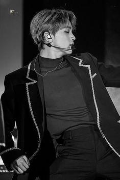 Beautiful And Sexy In Black🖤 Mark Lee, Nct 127, Ntc Dream, Nct Group, Kpop, Tan Skin, Shows, Winwin, Taeyong