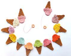 Decoração de Crochê em Sorvetes Guirlanda -  /  Crochet Garland of  Ice Creams Decoration -