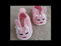Sapatinho Coelhinha - YouTube Baby Shoes Pattern, Baby Patterns, Crochet Patterns, Crochet Baby Toys, Crochet Baby Clothes, All Free Crochet, Crochet For Kids, Booties Crochet, Baby Booties
