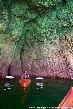 Kayaking in Black Canyon on the Colorado River, Lake Mead Recreation Area, Mojave Desert, Nevada and Arizona, USA