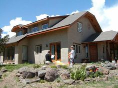 Straw bale house Cob Houses, Natural Homes, Straw Bales, Sustainable Living, Sustainability, Building A House, House Ideas, Home And Garden, Cabin