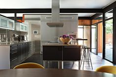 cocina de acero de estilo moderno