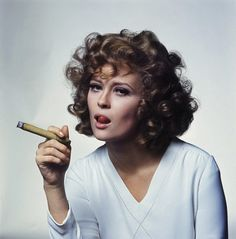 Faye Dunaway. Love her hair in this pic. Reminds me of someone special.