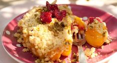 Crumble aux pêchesVoir la recette du Crumble aux pêches >> Sweet Tooth, Grains, Rice, Peach, Baking, Fruit, Breakfast, Food, Biscuits