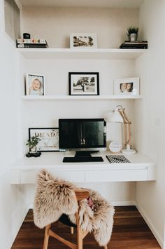Home office inspiration. Love how this small space has been transformed into a f… Home office inspiration. Love how this small space has been transformed into a functional and stylish workspace Mesa Home Office, Home Office Space, Small Office, Home Office Desks, Office Furniture, Apartment Office, Black Furniture, Tiny Home Office, Home Office Closet