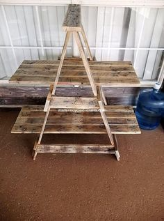 Recycled Pallets Ideas The pallet timber can be managed in different way to make a lot of DIY recycled pallet furniture ideas mostly those that are used at frequent angles. Recycled Pallet Furniture, Diy Pallet Sofa, Pallet Shelves, Recycled Pallets, Diy Pallet Projects, Wooden Pallets, Recycled Crafts, Wooden Diy, Wood Projects