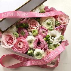 The prettiest flower box full of pink blooms #mimiandry #torontoevents #torontoweddings #torontolife #flowerbox