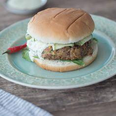 Dieser leckere und vegetarische Burger aus Linsen Curry ist nicht nur als perfekter Party Snack zu empfehlen.