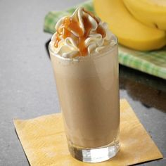 Take your snacking to the next level with this Dulce de Leche Banana Shake topped with Reddi-wip! Herbalife Shake Recipes, Protein Shake Recipes, Herbalife F1, Herbalife Protein, Caramel Recipes, Milk Recipes, Baking Recipes, Smoothie Drinks, Smoothie Recipes