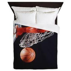 Basketball in hoop, close-up - Queen Duvet