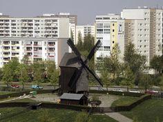wazzup2!Am historischen Dorfkern von Berlin-Marzahn kann die 21 Meter hohe Bockwindmühle besichtigt werden