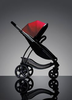 There really is nothing like it. With so many exciting features, like Memory auto alignment and unique one-hand Step & Stand Fold action, the iCandy Strawberry has everything you could ever need. A lightweight aluminium chassis that weighs only 8kg (17.6lbs), a large lie-flat carrycot, and an infant carrier car seat (sold seperately, it's the perfect travel solution.