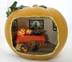 Trick or Treat Tutorial (I love this. So awesome! Halloween Diorama, Halloween Shadow Box, Halloween Fairy, Halloween Miniatures, Halloween Projects, Holidays Halloween, Vintage Halloween, Halloween Pumpkins, Happy Halloween