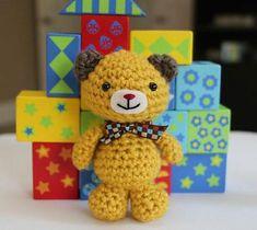 Download this free pattern at Amigurumipatterns.net http://www.littlemuggles.com/free-patterns/little-mini-bear/