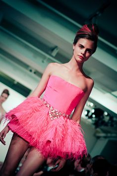 Cara Delevingne Pink Fashion, Fashion Beauty, Cara Delevingne Style, Perfect Eyebrows, Beauty Shoot, Queen, Best Model, Miranda Kerr, Famous Faces