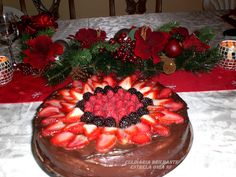 BOLO MOUSSE DE CHOCOLATE E FRUTAS VERMELHAS DE NANCY - http://www.tuasreceitas.com.br/r/bolo-mousse-de-chocolate-e-frutas-vermelhas-de-nancy-12922600.html