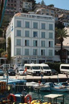 Dedeoğlu Hotel Fethiye (Mugla) Dedeoğlu Hotel has a seafront position on Fethiye's southern coast. A Turkish-style buffet breakfast is served on the hotel's terrace overlooking the marina and Fethiye Gulf.