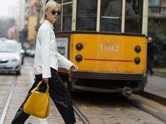 So stylen wir den Streetsyle-Trend weiße Bluse elegant, lässig und oversize neu