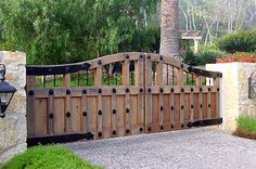 Spectacular Backyard fence edging ideas,Easy front yard fence and modern fence. Front Gates, Front Yard Fence, Entrance Gates, Small Fence, Horizontal Fence, Farm Gate, Fence Gate, Fencing, Gabion Fence