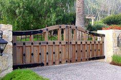 Spectacular Backyard fence edging ideas,Easy front yard fence and modern fence. Front Yard Fence, Front Gates, Entrance Gates, Small Fence, Horizontal Fence, Farm Gate, Fence Gate, Fencing, Gabion Fence