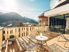 Alpinlounge Terrasse mit Blick auf die Walser Berge Lounge, Outdoor Decor, Home Decor, Terrace, Mountains, Vacations, Airport Lounge, Lounge Music, Interior Design