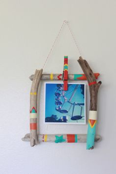 DIY Driftwood Picture Frame Kit minus all the color For Ryder s room s vintage pics Painted Driftwood, Driftwood Crafts, Driftwood Frame, Weekend Projects, Craft Projects, Craft Ideas, Cadre Photo Diy, Craft Stick Crafts, Diy Crafts