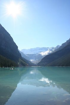Lake Louise is a beautiful mountain lake in the middle of #Banff National Park in the #Alberta Rockies region of Alberta. The lake is surrounded by snow-capped peaks, and at the far end is a large glacier.  #GILOVEALBERTA