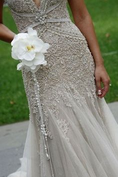 Magnificent form fitted and beaded wedding dress with simple orchid bouquet Designer Wedding Dresses, Bridal Dresses, Wedding Events, Wedding Gowns, Lace Wedding, Wedding Grey, Wedding Bouquets, Wedding Nail, Gatsby Wedding