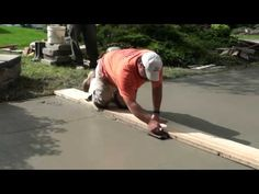 How to Pour Concrete Driveway: This video shows the procedure of concrete driveway. Procedure is very similar for concrete patios, sidewalks, stairs, steps or pool deck. This demonstration shows the steps involved in pouring a concrete driveway. Poured Concrete, Concrete Slab, Cement, Cool Deck, Diy Deck, Driveway Repair, Laying Decking, Deck Construction, Concrete Driveways