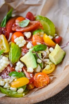 Recipe for Tomato Corn and Avocado Salad - Freshly picked tomatoes still warm from the garden, sweet corn, basil and avocado, this is the very definition of summer to me. Vegetarian Recipes, Cooking Recipes, Healthy Recipes, Healthy Corn, Best Summer Salads, Corn Avocado Salad, Tomato Salad, Clean Eating, Healthy Eating