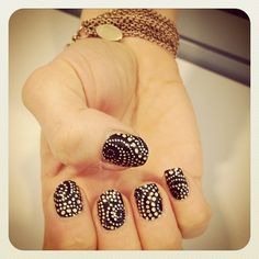 Glamour online ed Meredith Turits Kiss nails. Love! #nailart #mani
