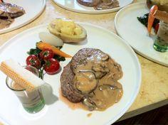 Mini steak. #organic vegetables. Mushroom sauce. Shooter sauce and mini bread