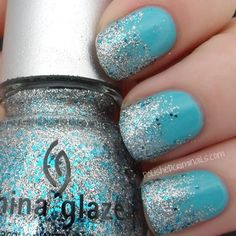 Tropical glamour with Poolside Party as the perfect base for a glitter gradiant. Thanks to Polished Criminails blog.