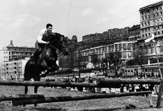 Budapest Taban 50' Budapest Hungary, Old Pictures, Historical Photos, The Past, Louvre, Horses, Building, Travel, Vintage