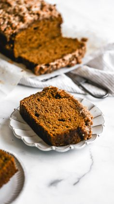 This is seriously the BEST pumpkin bread recipe! It's a moist pumpkin bread with maple glaze and a pumpkin spice streusel topping. Say hello to your new favorite fall dessert! #pumpkinbread #thanksgivingdessert #pumpkinspice #butternutbakery