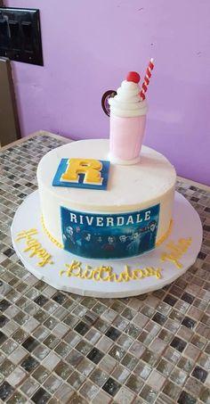Riverdale Cake Riverdale Cake marielena martinez birthday cake In case you haven t noticed I m weird Jughead Jones nutfree peanutfree wedeliver nbsp hellip birthday Cupcake Riverdale Merch, Bughead Riverdale, Riverdale Archie, Riverdale Funny, 14th Birthday Cakes, Birthday Cupcakes, 13th Birthday, Tea Cakes, Cupcake Cakes
