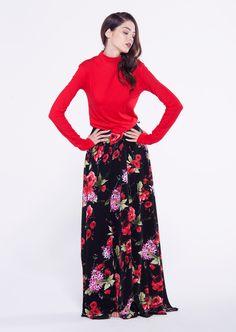 #furelle #furellefashion #fashion #woman #newcollection #autumn #winter #black #red #skirt #maxi #maxiskirt #flowers #colorful #redblouse #newarrival