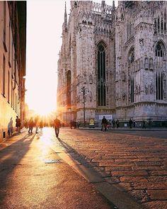 Milão, Italy. Follow us @ SIGNATUREBRIDE on Twitter and on Facebook at SIGNATURE BRIDE MAGAZINE