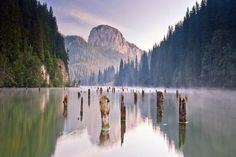 A Gyilkos-tó és a Békás-szoros a legnépszerűbb erdélyi híresség Places Around The World, Around The Worlds, Red Lake, Eastern Europe, Beautiful Landscapes, Beautiful Places, Amazing Places, The Good Place, Waterfall