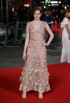 Ellie Bamber - Fevereiro 2016 (Premiere de Pride and Prejudice and Zombies)