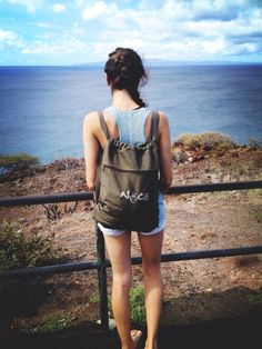 One of our Niice fans hiking by the beach with her Niice backpack!