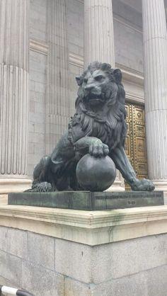 Lion Statue Madrid Animal Statues, Animal Sculptures, Bronze Sculpture, Sculpture Art, Foo Dog Tattoo Design, Egypt Tattoo, Architectural Sculpture, Jaguar, Panther
