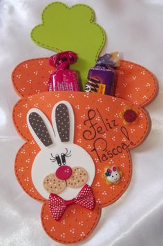 Porta bombom Felt Gifts, Diy Gifts, Happy Easter, Easter Bunny, Christmas Diy, Christmas Ornaments, Holiday, Diy And Crafts, Paper Crafts