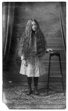 """Photo from the book """"Miss Peregrine's Home for Peculiar Children"""" by Ransom Riggs Tim Burton, Lewis Carroll, Hollow City, Miss Peregrine's Peculiar Children, Peregrine's Home For Peculiars, Miss Peregrines Home For Peculiar, Creepy Vintage, Creepy Photos, Vintage Photographs"""