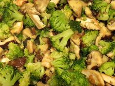 Sliced chicken with mushrooms and broccoli: Blanched broccoli sautéed quickly with thin slices of fried chicken.