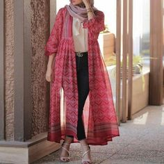 Pakistani Fashion Casual, Modern Hijab Fashion, Iranian Women Fashion, Pakistani Dresses Casual, Street Hijab Fashion, Tokyo Street Fashion, Hijab Fashion Inspiration, Pakistani Dress Design, Abaya Fashion