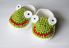 Strick- & Häkelschuhe Frösche // crocheted shoes, frog by s-trick via DaWanda