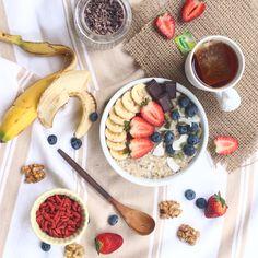 Un porridge de avena gigante, caliente y lleno de sabor, nutrientes y gozo, es lo que necesitaba hoy día en la mañana, tras mi cardio am y este día que parece feo pero no lo es ✌️⚡️