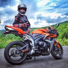Red Spade (fb) looking cheerful as always, the infectious love of the ride. [ more Red Spade | sportbikes ]