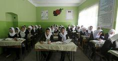 Sala de aula de meninas em uma escola de Kabul, no Afeganistão. A foto faz parte de um ensaio divulgado nesta quarta (30) pela agência Reuters. Ao todo, são 47 imagens de salas de aula em diferentes países. Elas fazem parte de uma ação para o Dia dos Professores e mostram as condições de trabalho de docentes em diferentes lugares do mundo